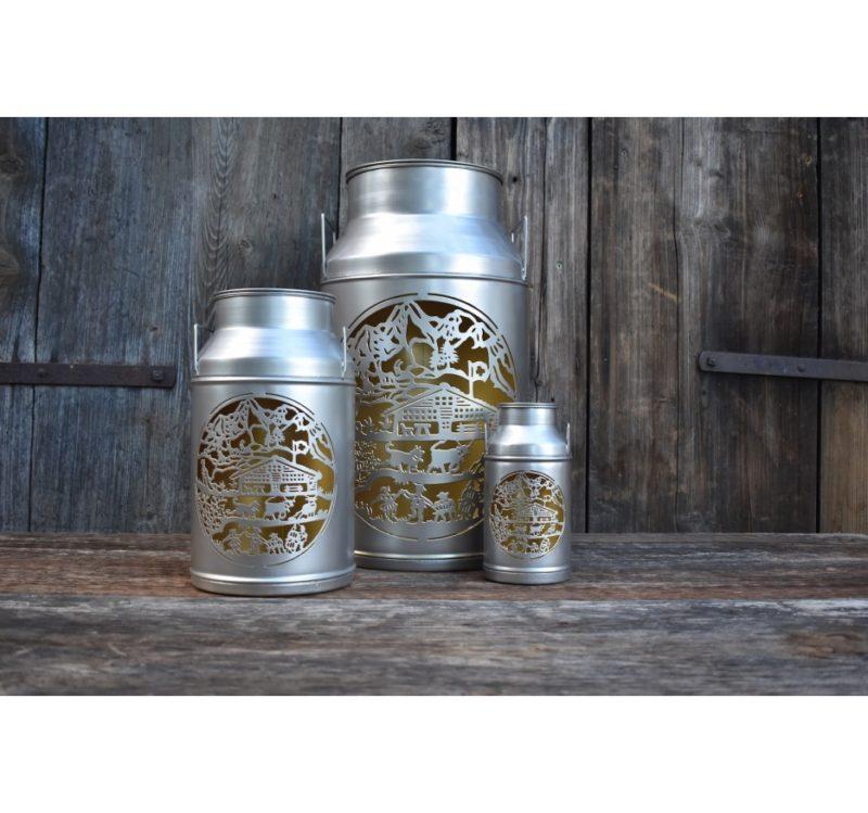 Trois lanternes boille à lait découpage chalet en situation | Meli Melo boutique cadeau artisanat et déco