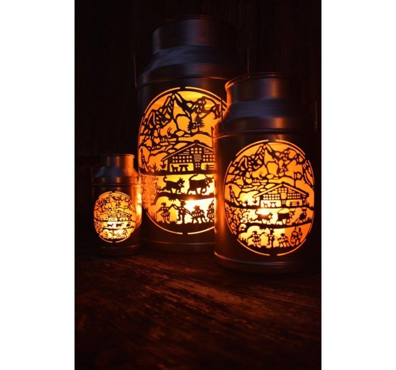 Trois lanternes boille à lait découpage chalet en situation allumées | Meli Melo boutique cadeau artisanat et déco