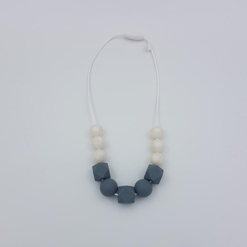 Collier de portage | Court | Blanc-anthracite | Natelier Couture | Boutique Meli Melo